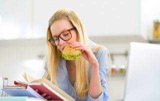 estudiante-alimentación