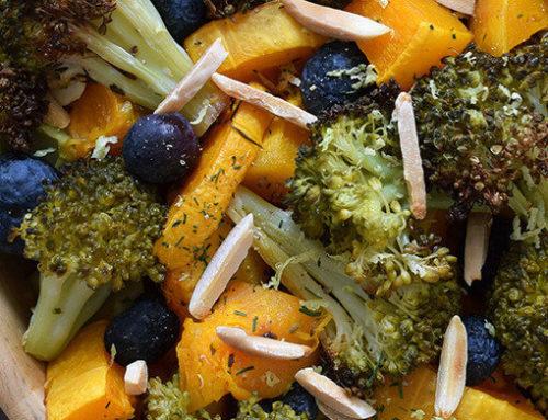 La receta neurosaludable del mes: Calabaza asada con brócoli crujiente, arándanos y almendras